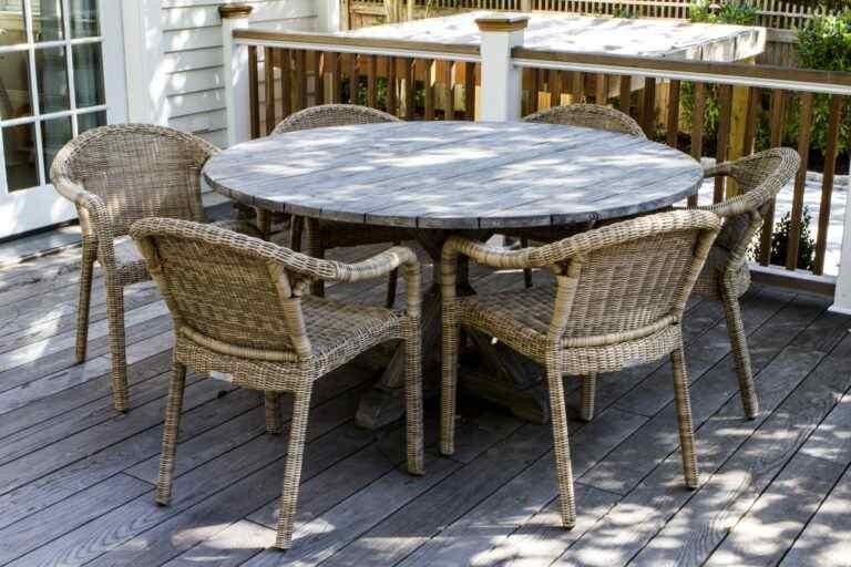 Gatto deck furniture